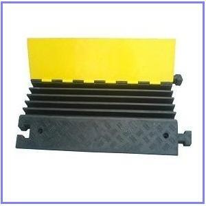 Cable protectors/rubber cable protectors/rubber cable ramp/rubber cable covers/hose ramp/rubber speed hump